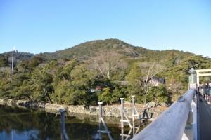宇治橋から望む鼓ヶ岳