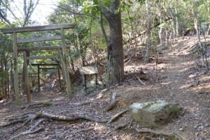 五本松神社と鼓ヶ岳への分岐
