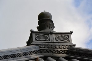 金網山西方寺(奈津観音)本堂の屋根の擬宝珠