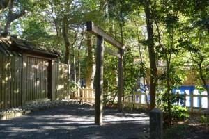 国津御祖神社(皇大神宮摂社)、隣地は櫲樟尾神社