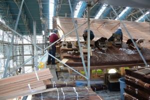 西脇殿での檜皮葺き作業(斎宮復元建築工事見学会)