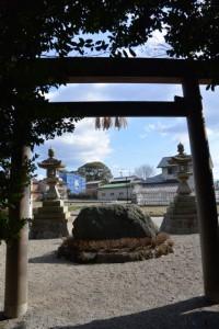 高向大社から望む宇須乃野神社の社叢(御薗町高向)