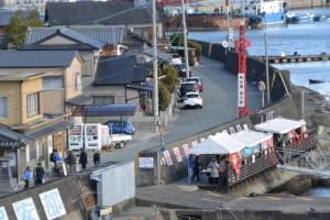 一色大橋から望む「神社 海の駅」付近