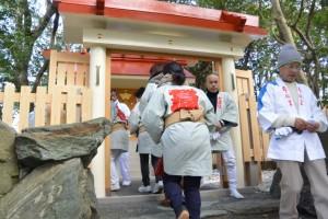 栄通神社のお白石持行事(伊勢市通町)