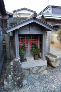 秋葉神社前の庚申堂(伊勢市通町)