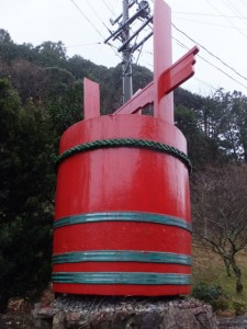 水屋神社付近の大きな赤桶(飯高町赤桶)