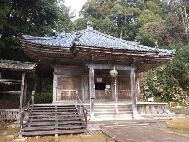 屋根修復工事を終えた大師堂(丹生大師 神宮寺)