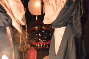 御頭神事(高向大社)-ボンドにて御頭が夜間衣装に着替え