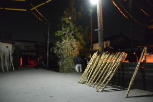御頭神事-会所隣の積木(ツムギ)祭場(高向大社)