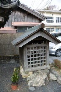 五輪塔の祠(五ヶ所神社付近)