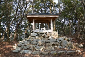五ヶ所浅間山山頂に建つ浅間碑