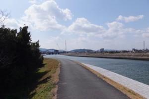勢田川右岸、勢田大橋から上流方向へ