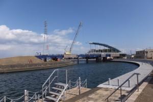 川の駅 二軒茶屋付近から望む勢田川に架かる水管橋架設工事