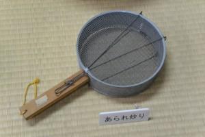 松阪市立歴史民俗資料館の2階展示場で見つけたあられ炒り