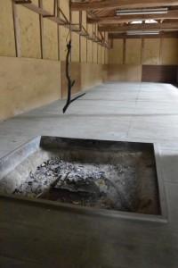 境内にある建物の囲炉裏(白山比咩神社、津市白山町山田野)