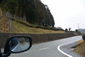 蘭宇氣白神社の案内板と道標付近(松阪市柚原町)