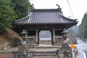 飯福田寺の山門(松阪市飯福田町)