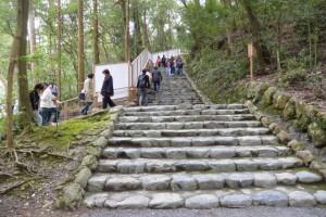 目隠し用のフェンスが設置された多賀宮への石階(外宮)