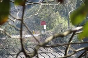 神路湖の北側から望む伊勢道路