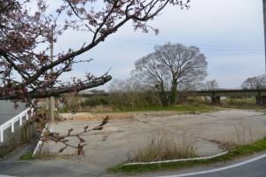 旧跡 宮川・桜の渡し(下の渡し)の説明板前から望む渡し場跡の方向