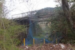 国道167号、五知峠〜白木駅 の途中で見つけた鉄橋?