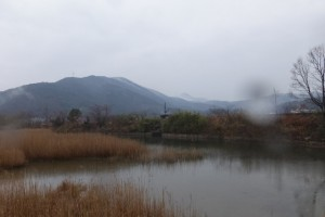 朝熊ヶ岳方向の遠望(かもめバス 船津 バスのりば付近〜鳥羽ショッピングプラザ ハロー)