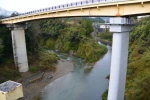 船木橋から望む大内山川と宮川の合流点