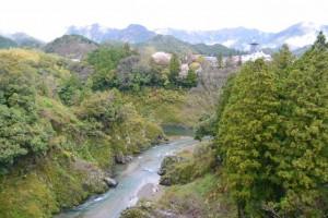 滝見橋から望む大内山川と宮川の合流点