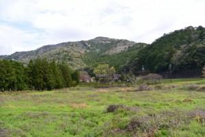 菅合大橋(大内山川)付近から望む三瀬坂峠方向