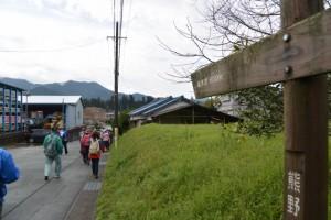 国道42号線 里交差点付近、「熊野古道伊勢路」の道標(瀧原宮 800m)