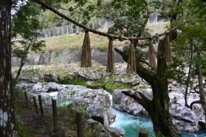 水戸神神社からおんべ祭の祭場である大内山川へ(大滝峡)