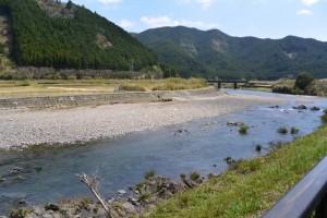国道42号線から望む大内山川(藤ヶ野~柏野)