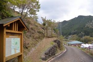 宮山横輪桜の小道の案内板(伊勢市横輪町)