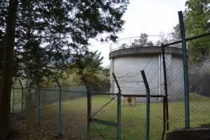 赤井神社の参道脇にある簡易水道水源地(伊勢市上野町)