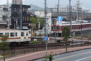 伊勢市宮後1丁目歩道橋から望むJR参宮線と近鉄山田線