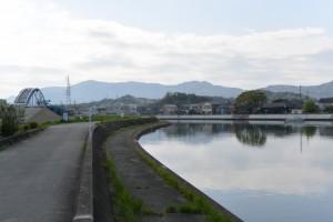 勢田川左岸望む勢田川水管橋製作架設工事と対岸の二軒茶屋