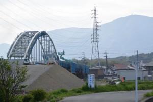 勢田川左岸望む勢田川水管橋製作架設工事