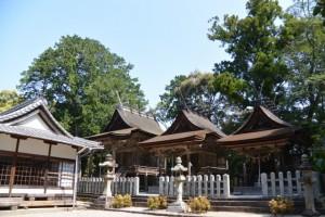 ① 白山比咩神社(津市白山町南出851)