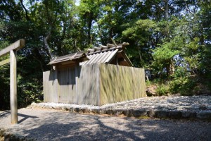 神前神社(皇大神宮 摂社)、許母利神社および荒前神社(ともに同末社)を同座