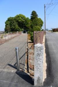 隆子女王御墓道の石柱