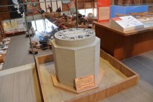 鳥羽市鳥羽 日和山の方角石(海の博物館)