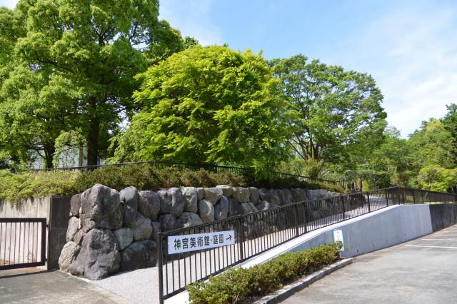 神宮美術館・庭園への入口(駐車場側)