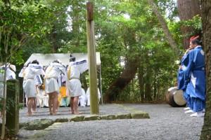 神田御田植初 ホコリ(大土御祖神社)