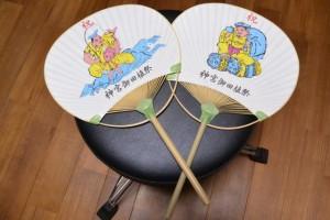 神宮御田植祭保存会により配布された祝団扇(恵比寿と大黒の2種類)