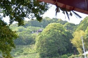 徐福の宮から望む徐福茶屋(熊野市波田須町)