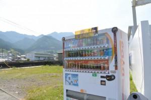 熊野古道伊勢路、里川橋(里川)南詰付近、命の水