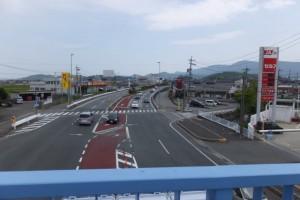 伊勢市田尻町、竹ヶ鼻町歩道橋から望む田尻町交差点(国道23号)