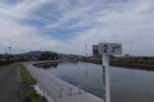 右岸2.2kmポスト付近から望む上流方向(勢田川)