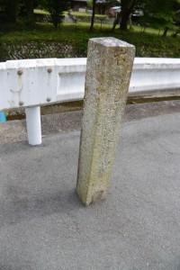 車川橋(濁川)付近に立つ道標