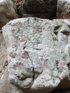 石工安造が銘を刻した桂林寺の石(伊勢市横輪町)